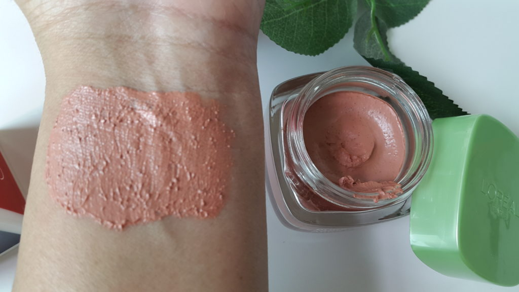 L'Oreal Pure Clay Mask - Exfoliate and Refine -applied.